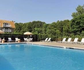 Pool, Chateau Properties