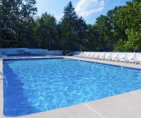 Pool, The Cedars At Medford