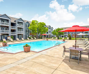 Pool, Parkway Commons