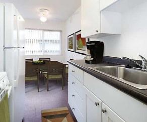 Kitchen, eaves Creekside