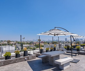 Pool, 518 N Gramercy Apartments