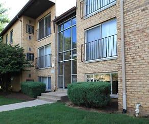 Courtyard, Linden Park Apartments