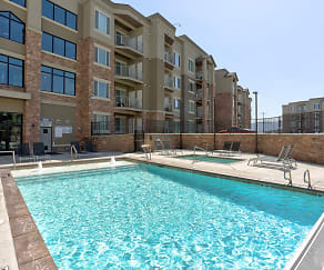 Pool, Jordan Station Apartments