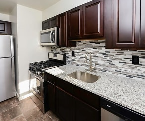 Kitchen, Elmwood Village Apartments & Townhomes