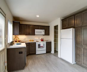 Kitchen, Amber Square Apartments and Townhomes