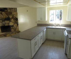 2-Kitchen&Fireplace.JPG, 200 N. Irena Ave.