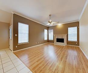 Living Room, 301 Parkhurst Ln