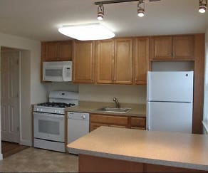 Kitchen, Arlington Park Apartments