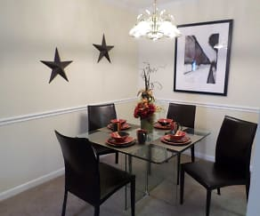 Dining Room, Cobblestone Apartments