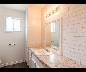 Bathroom, Las Plazas