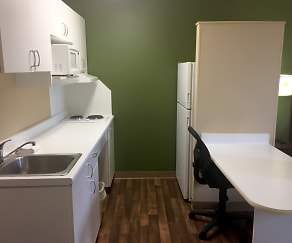Kitchen, Furnished Studio - Detroit - Ann Arbor - Briarwood Mall