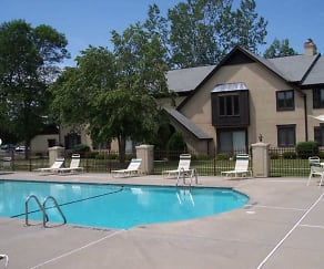 Pool, Historical Square & Ridgeview at Lewiston Apartments
