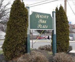 Community Signage, Walnut Chestnut Park Plaza Apartments