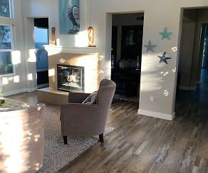 Living Room, 2132 Sun Valley Rd