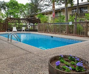 Pool, Oakridge on the Green
