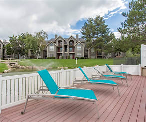 Sundeck with Lounge Seating, Stillwater Apartments