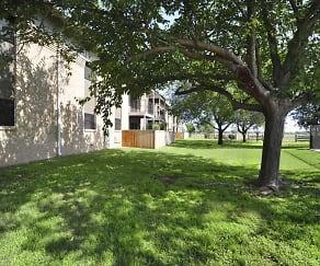 Building, College Hills West Apartments