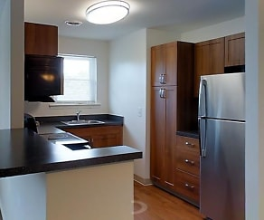 Kitchen, Harbor Club Apartments