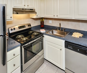 Kitchen, The Park at Elland Apartments