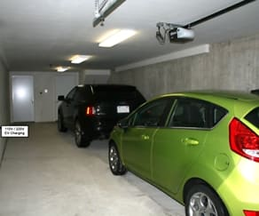 garage, Amber Crossing Townhomes and Lofts