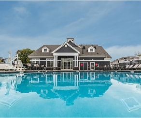 Pool, Camelot West at Marlboro
