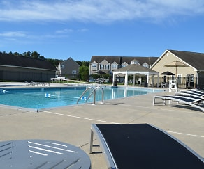 Pool, Ponds Edge Apartments