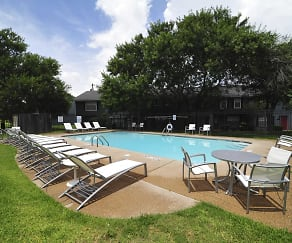 Pool, MeadowPark Townhomes