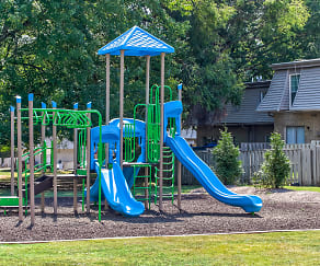 Playground, Laurel Pointe Apartments