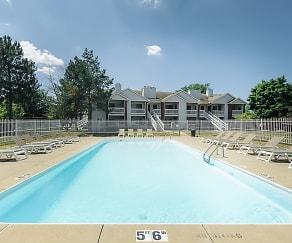 Pool, Country Club Toledo Apartments