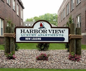 Courtyard, Harbor View Luxury Apartments