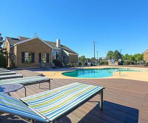 Pool, Charleston Oaks