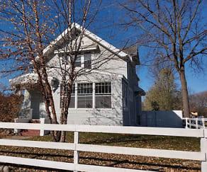 423 Litchfield Avenue SE  (Upper), Melville, MN