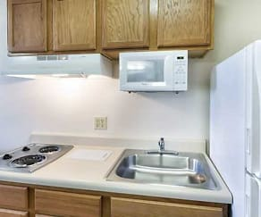 Kitchen, WoodSprings Suites Dickinson