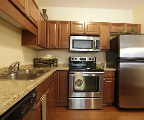 Kitchen, Parkwood Pointe Apartments