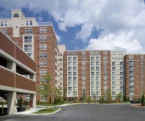 Building, Cloverleaf Apartments