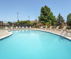 Pool, Rosehill Pointe