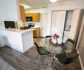 Kitchen, Williamsburg Townhomes Rental Homes