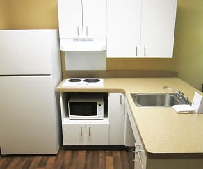 Kitchen, Furnished Studio - Detroit - Sterling Heights