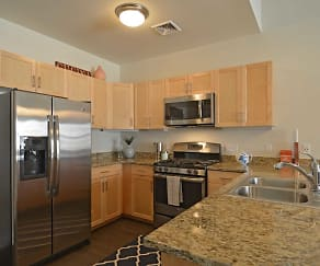 Kitchen, Fairfield Plaza at Farmingdale Village