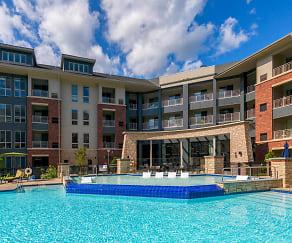 Pool, Maybrook