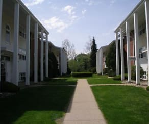 Courtyard, Northshore Apartments