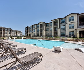 Pool, The Curve at Crescent Pointe