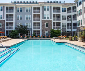 Pool, Stonefield Commons