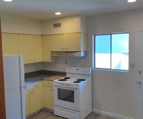 Kitchen, 359 Everett