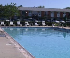 Pool, Park Ridge Commons
