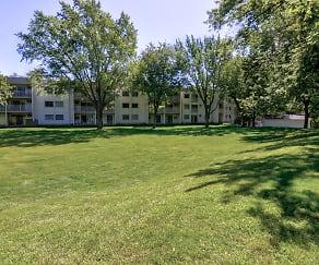 Courtyard, Hillcrest Place Apartments