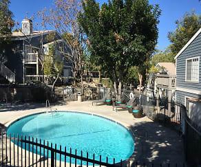 Pool, Harborview