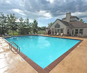 Pool, High Pointe Apartments