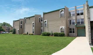 Superb Apartments For Rent In 53219 Milwaukee Wi 903 Rentals Home Interior And Landscaping Palasignezvosmurscom