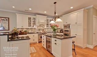Kitchen, 1550 W Everett Road